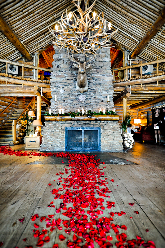 Holy Cow Do You See The Inside Of This Lodge Wow It S Not So Often Winter Mountain Weddings